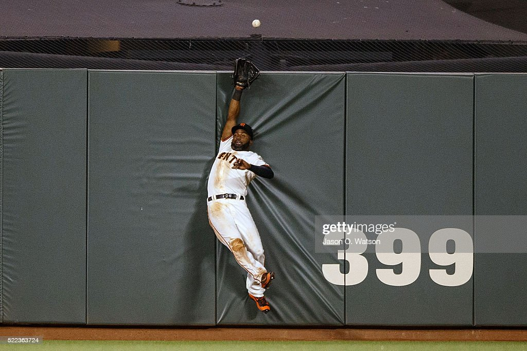 Denard Span #2 of the San Francisco Giants leaps for but is unable to catch a fly ball hit for a home run by Welington Castillo of the Arizona Diamondbacks during the fourth inning at AT&T Park on April 18, 2016 in San Francisco, California.