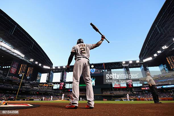 Denard Span of the San Francisco Giants warms up on deck during the first inning of the MLB game against the Arizona Diamondbacks at Chase Field on...