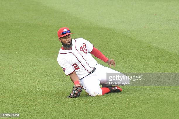 Denard Span of the Washington Nationals catches a fly ball hit by Jace Peterson of the Atlanta Braves fly ball in the sixth inning a baseball game at...