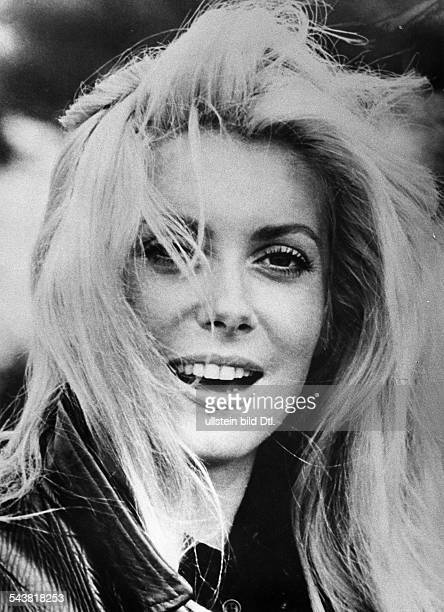 Deneuve Catherine Actress France* Portrait 1973 Photographer Helmut Neuper Published by 'Berliner Morgenpost' Vintage property of ullstein bild