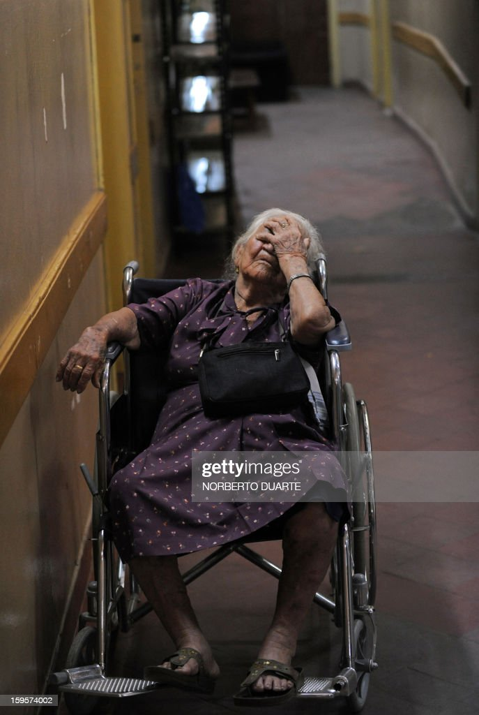 A dengue fever patient waits to be admitted into hospital in Asuncion, on January 16, 2013. According to Paraguay's Ministry of Health there are about 500 possible cases of dengue per day in the area of Asuncion. AFP PHOTO/Norberto Duarte