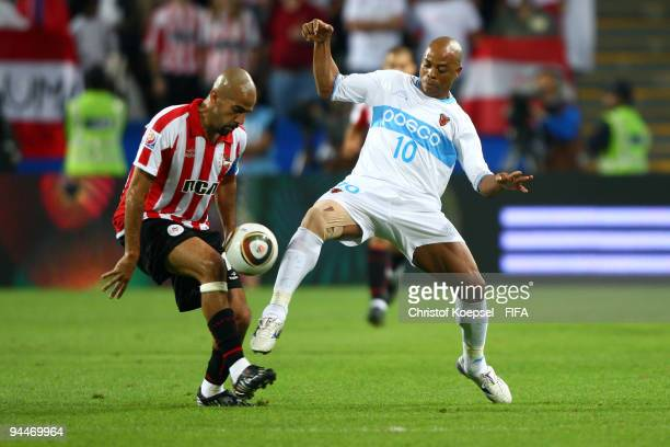 Denilson of Pohang Steelers and Juan Sebastian Veron of Estudiantes LP battle for the ball during the FIFA Club World Cup semifinal match between...