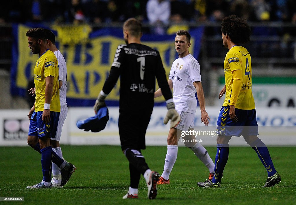 Denis Cheryshev of Real Madrid leaves the pitch at halftimel during the Copa del Rey Round of 32 First Leg match between Cadiz and Real Madrid at...