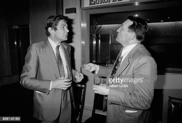 Denis Deforrey directeur de Carrefour et Edouard Leclerc lors d'un débat sur la gande distribution à Europe 1 le 3 juin 1976 à Paris France