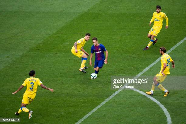 Denis Suarez of FC Barcelona controls the ball during the La Liga match between Barcelona and Las Palmas at Camp Nou on October 1 2017 in Barcelona...