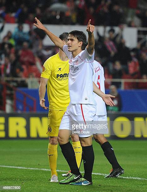 Denis Suarez of FC Sevilla celebratesafter scoring his team's 2nd goal during the UEFA Europa League Round of 16 Second Leg match between FC Sevilla...