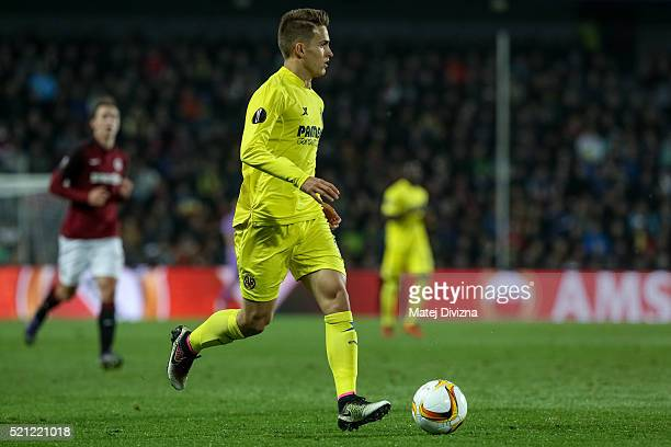 Denis Suarez of Villareal in action during the UEFA Europa League Quarter Final second leg match between Sparta Prague and Villareal CF on April 14...