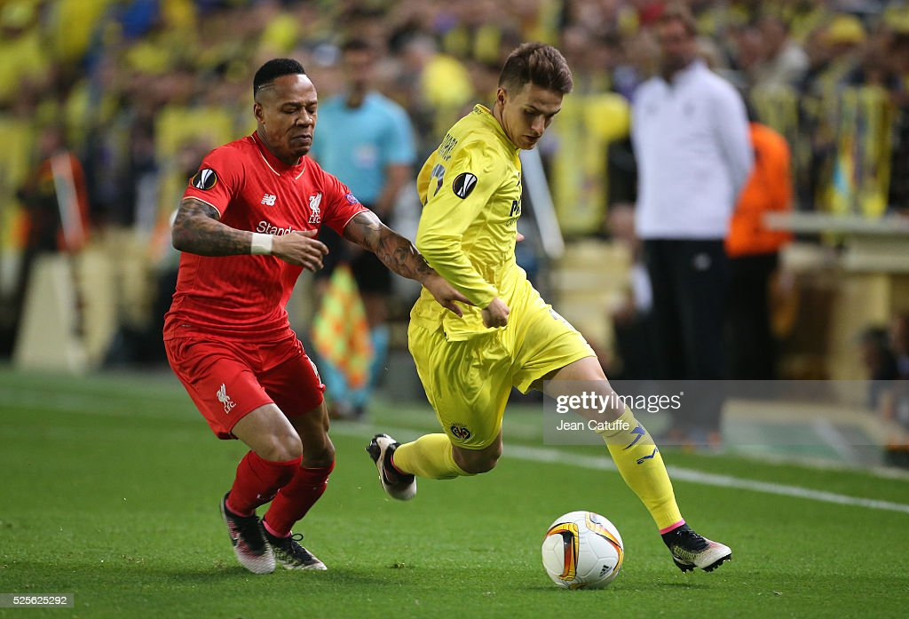 Denis Suarez of Villarreal and Nathaniel Clyne of Liverpool (left) in action during the UEFA Europa League semi final first leg match between Villarreal CF and Liverpool FC at Estadio El Madrigal stadium on April 28, 2016 in Villarreal, Spain.