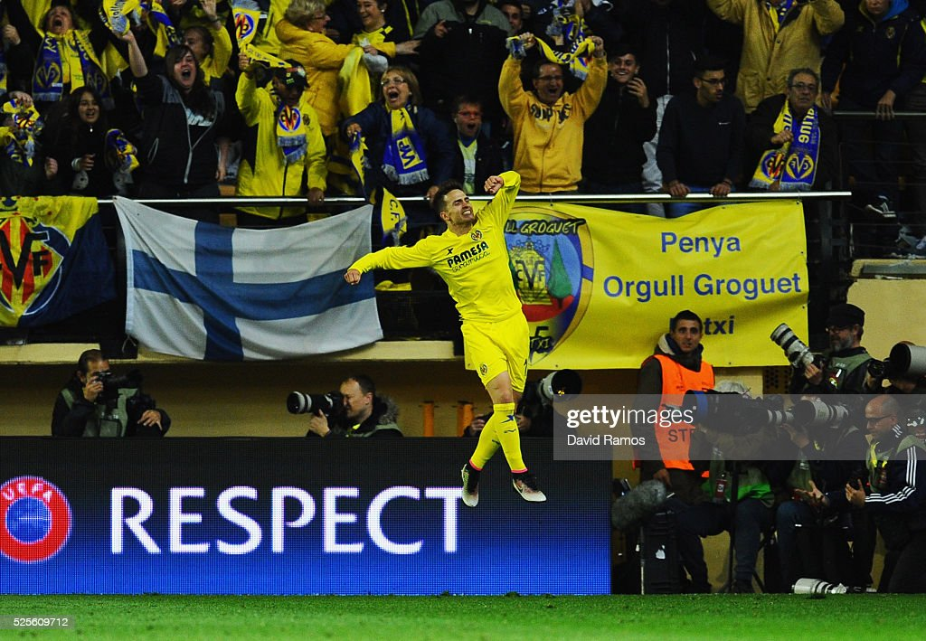 Denis Suarez of Villarreal celebrates as Adrian Lopez of Villarreal scores thie first goal during the UEFA Europa League semi final first leg match between Villarreal CF and Liverpool at Estadio El Madrigal on April 28, 2016 in Villarreal, Spain.