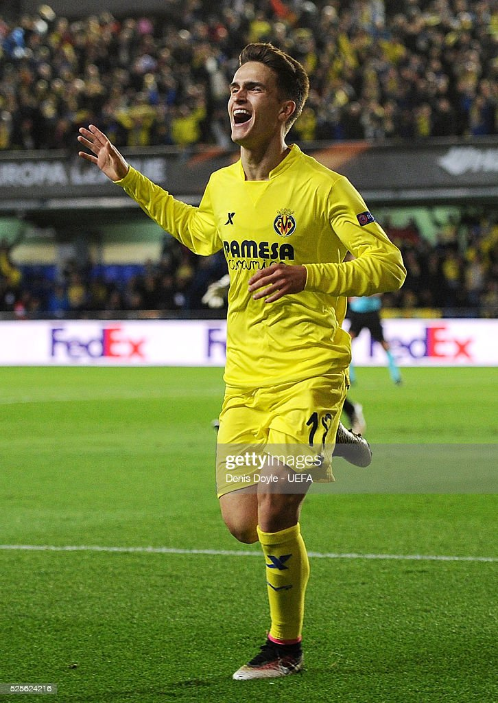 Denis Suarez of Villarreal CF celebrates after Adrian Lopez scored their opening goal during the Europa League Semi Final first leg match between Villarreal CF and Liverpool at El Madrigal stadium on April 28, 2016 in Villarreal, Spain.