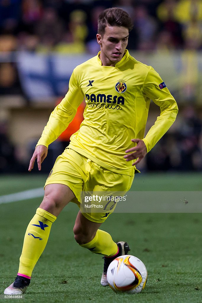 18 Denis Suarez of Villarreal CF during UEFA Europa League semi-final first leg match between Villarreal CF and Liverpool FC at El Madrigal Stadium in Villarreal on April 28, 2016.