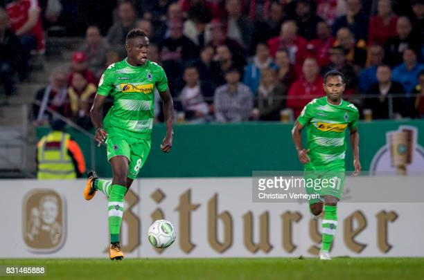 Denis Zakaria of Borussia Moenchengladbach controls the ball during the DFB Cup match between Rot Weiss Essen and Borussia Moenchengladbach at...