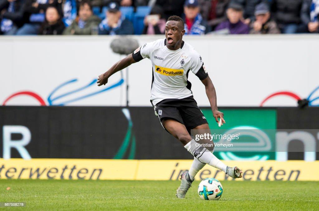 Denis Zakaria of Borussia Moenchengladbach in action during the Bundesliga match between TSG1899 Hoffenheim and Borussia Moenchengladbach at Wirsol Rhein-Neckar-Arena on October 28, 2017 in Sinsheim, Germany.