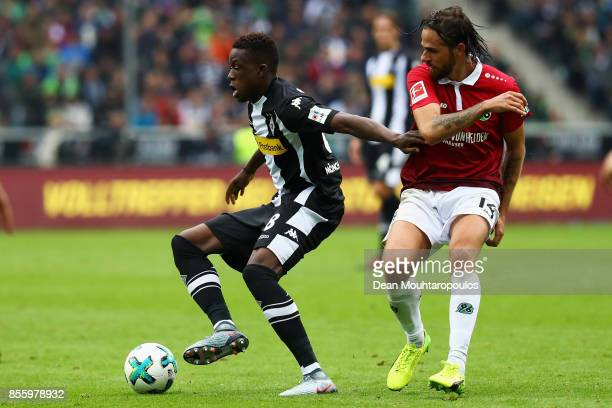 Denis Zakaria of Borussia Monchengladbach battles for the ball with Martin Harnik of Hannover 96 during the Bundesliga match between Borussia...