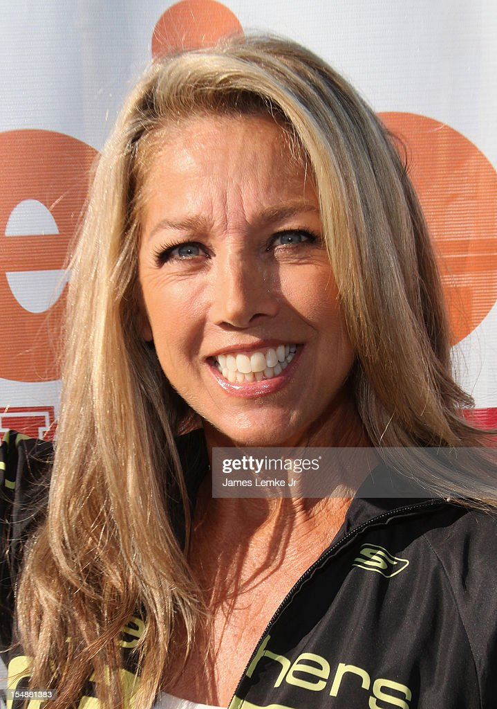 Denise Austin attends the 4th Annual SKECHERS Pier To Pier Friendship Walk on October 28, 2012 in Manhattan Beach, California.