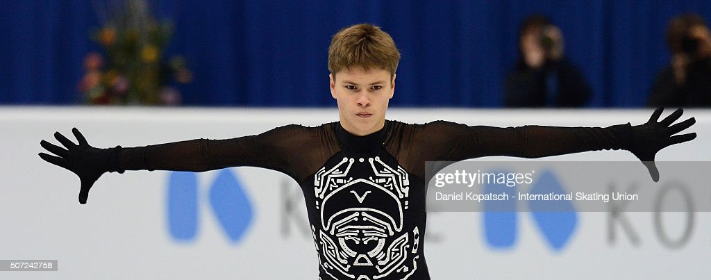 Денис Васильевс / Deniss VASILJEVS LAT - Страница 2 Deniss-vasiljevs-of-latvia-performs-during-the-men-free-skating-on-picture-id507242758