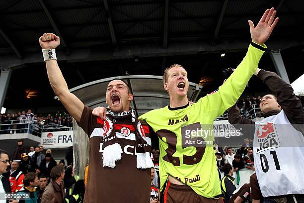 Deniz Naki and Timo Schultz of St Pauli celebrate after the Second Bundesliga match between SpVgg Greuther Fuerth and FC St Pauli at the Playmobil...