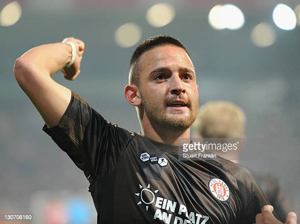 Deniz Naki of St Pauli celebrsates scoring his goal during the Second Bundesliga match between 1 FC Union Berlin and FC St Pauli at Stadion An der...