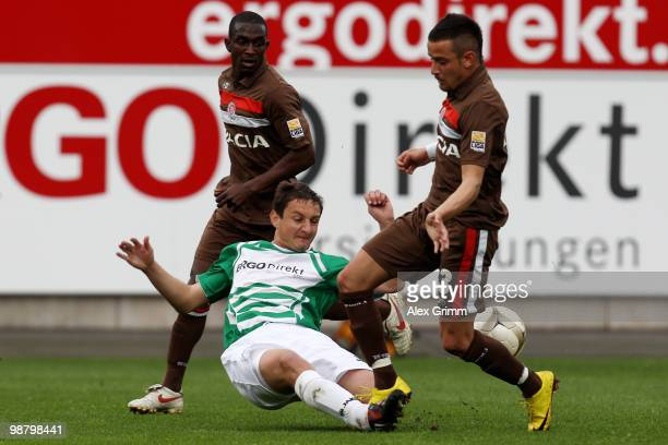 Deniz Naki of St Pauli is challenged by Asen Karaslavov of Greuther Fuerth during the Second Bundesliga match between SpVgg Greuther Fuerth and FC St...
