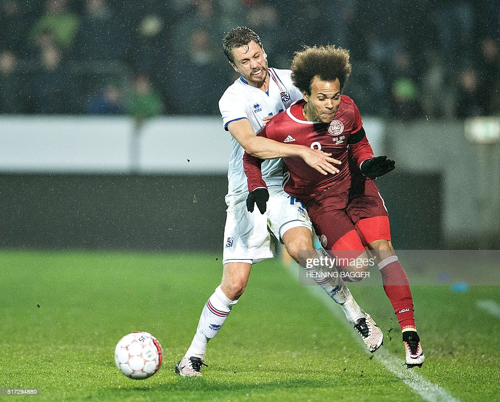 Denmark's Martin Braithwaite (R) and Kari Arnason of Iceland vie for the ball during the friendly football match Denmark vs Iceland in Herning, Denmark on March 24, 2016. / AFP / Scanpix / Henning Bagger / Denmark OUT