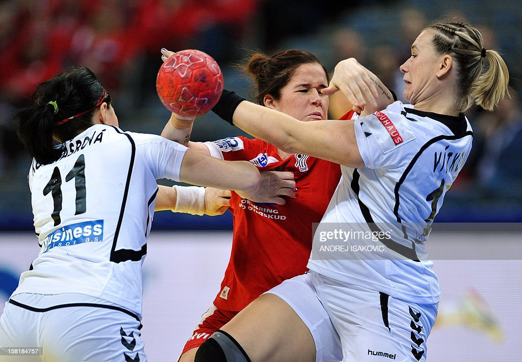 Denmark's Mette Gravholt (C) vies with Czech's Hana Kutlvasrova (L) and Petra Vitkova during their Women's EHF Euro 2012 Handball Championship match Czech Republic vs Denmark on December 10, 2012, at the Belgrade Arena.