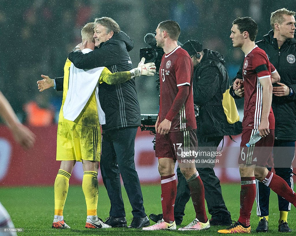 Denmark's new Norwegian Coach Aage Hareide celebrates their 2-1 victory with his players after the friendly football match Denmark vs Iceland in Herning, Denmark on March 24, 2016. / AFP / Scanpix / Henning Bagger / Denmark OUT