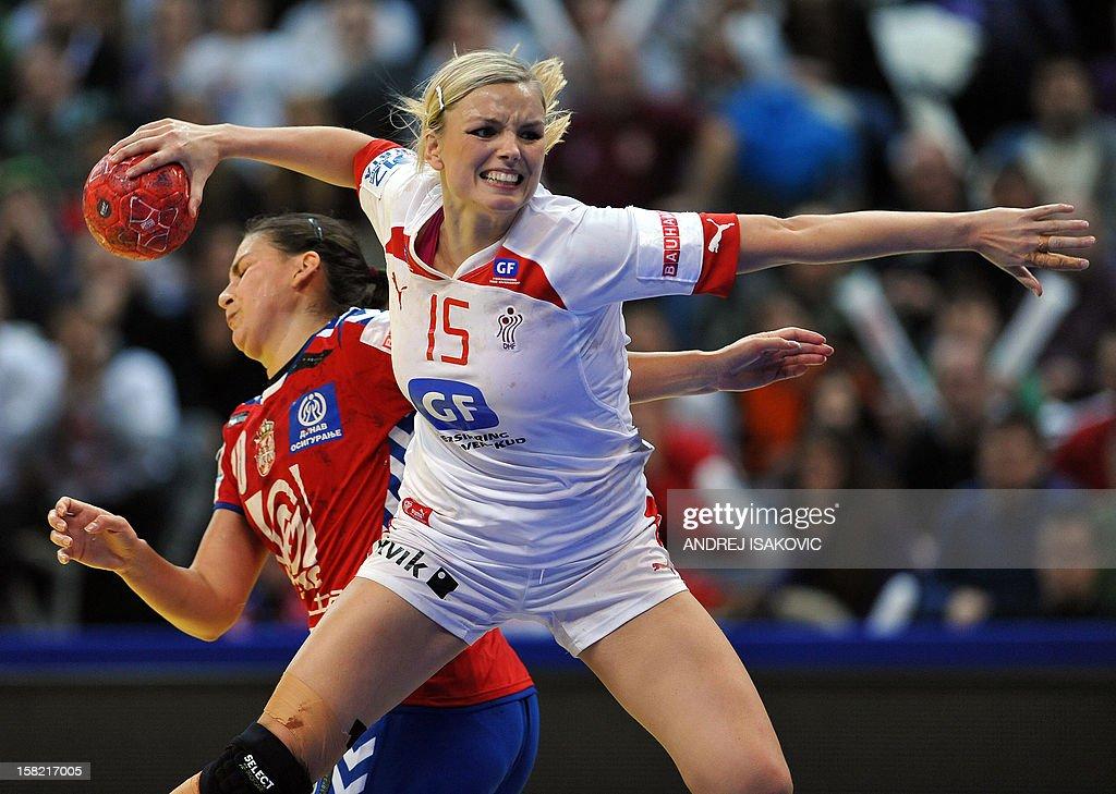 Denmark's Pernille Holst Larsen (C) vies with Serbia's Sladjana Pop-Lazic (L)during their Women's EHF Euro 2012 Handball Championship match Serbia vs Denmark on December 11, 2012, at the Belgrade Arena.