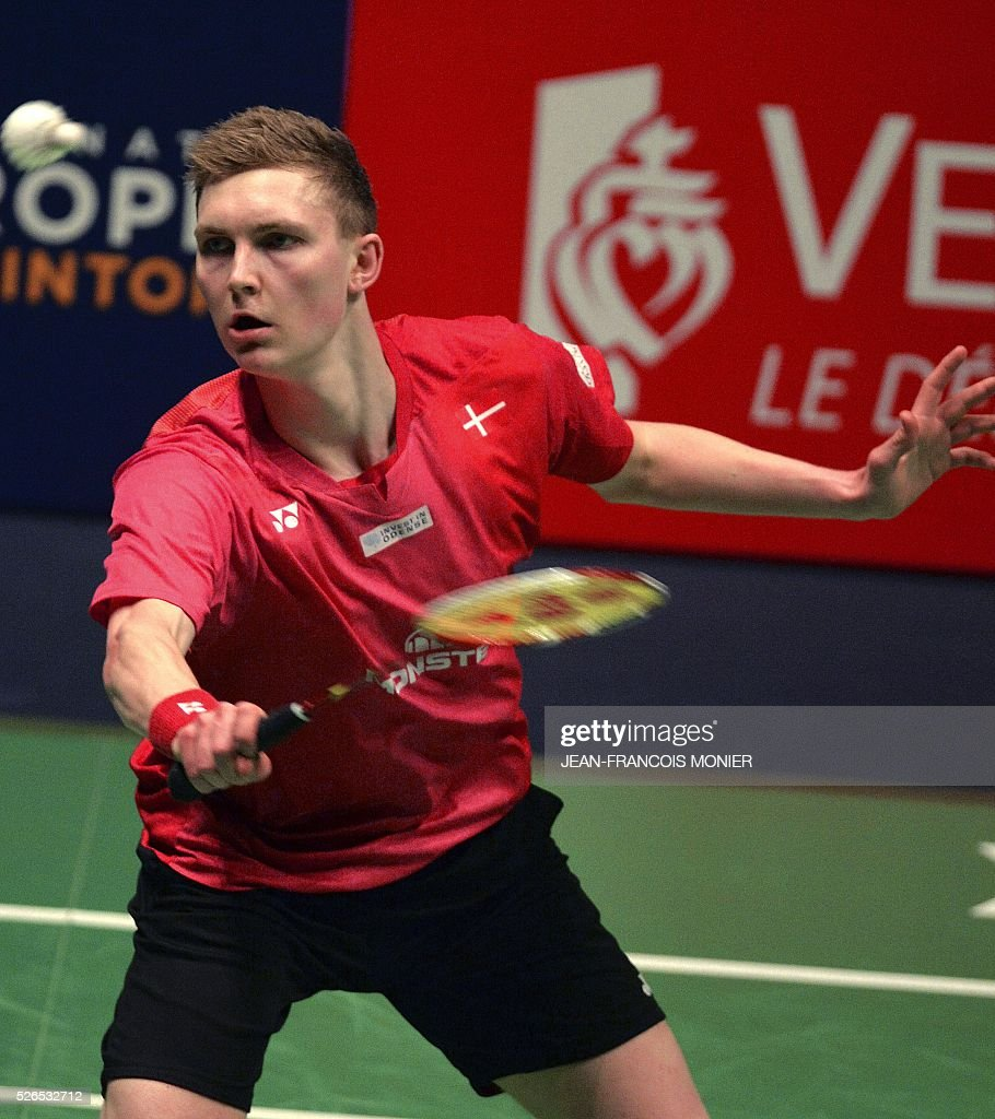 Denmark's Viktor Axelsen hits a return against German's Marc Zwiebler during the Men's simple semi-final match between Germany and Denmark during the 2016 European Badminton Championships, on April 30, 2016 in Mouilleron-le-Captif, western France. / AFP / JEAN
