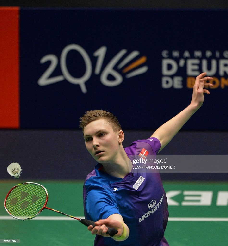 Denmark's Viktor Axelsen returns a ball to Denmark's Jan O Jorgensen during their 2016 European Championships Badminton simple men's final match, on May 1, 2016 in Mouilleron-le-Captif, western France. / AFP / JEAN