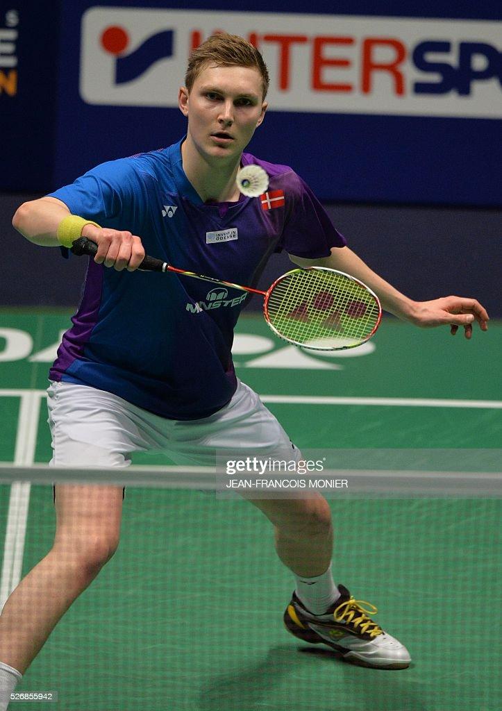 Denmark's Viktor Axelsen returns the ball to Denmark's Jan O Jorgensen during their 2016 European Championships Badminton simple men's final match, on May 1, 2016 in Mouilleron-le-Captif, western France. / AFP / JEAN