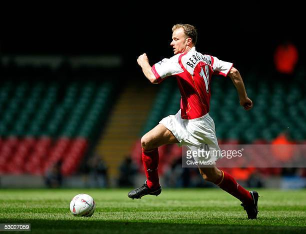 CARDIFF WALES Dennis Berkamp of Arsenal during the FA Cup SemiFinal match between Arsenal and Blackburn Rovers at The Millennium Stadium on April 16...