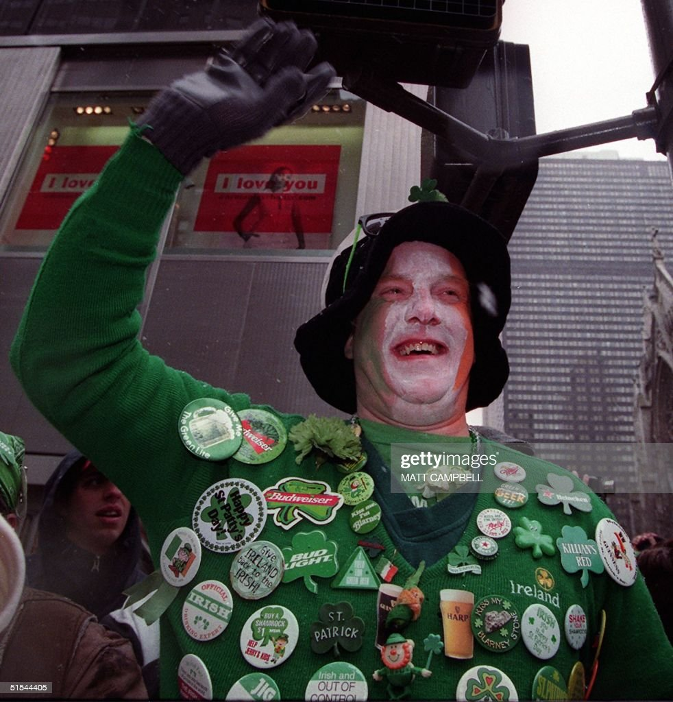 Dennis Dunn of New Rochelle, NY waves from the sidewalk along Fifth Avenue as US First Lady Hillary Clinton marches past in the St. Patrick's Day parade 17 March, 2000 in New York City. Clinton is running against New York City Mayor Rudy Giuliani for the Senate. AFP PHOTO/Matt CAMPBELL