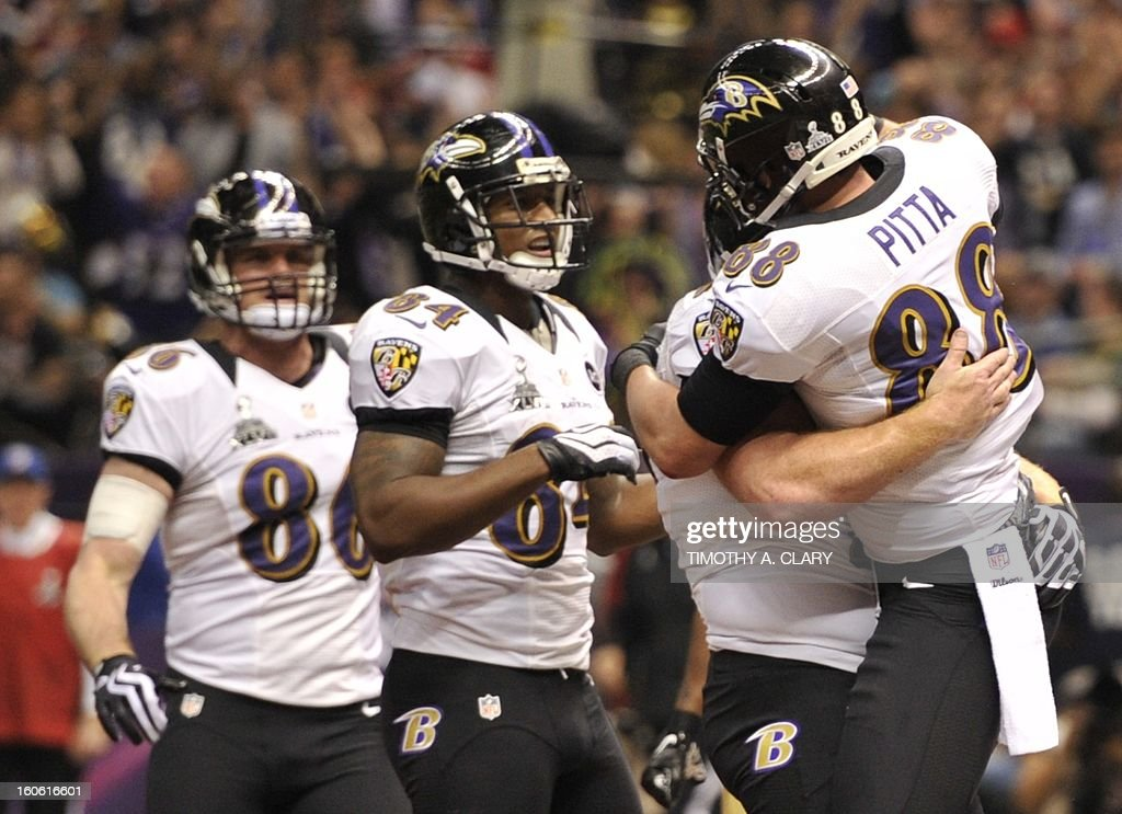 Dennis Pitta (R) of the Baltimore Ravens is congratulated by teammates after scoring a touchdown in the second quarter against the San Francisco 49ers during Super Bowl XLVII at the Mercedes-Benz Superdome on February 3, 2013 in New Orleans, Louisiana. AFP PHOTO / TIMOTHY A. CLARY