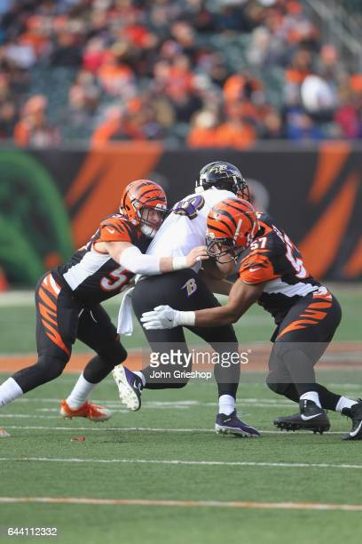 Dennis Pitta of the Baltimore Ravens runs the football upfield against Nick Vigil and Vincent Rey of the Cincinnati Bengals during their game at Paul...