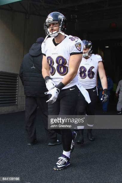 Dennis Pitta of the Baltimore Ravens takes the field for the game against the Cincinnati Bengals at Paul Brown Stadium on January 1 2017 in...