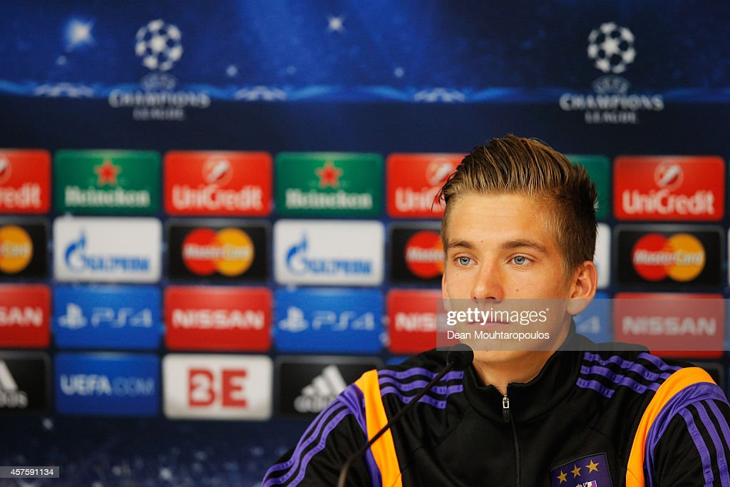 <a gi-track='captionPersonalityLinkClicked' href=/galleries/search?phrase=Dennis+Praet&family=editorial&specificpeople=8569027 ng-click='$event.stopPropagation()'>Dennis Praet</a> speaks to the media during the R.S.C. Anderlecht Press Conference held at Constant Vanden Stock Stadium on October 21, 2014 in Brussels, Belgium. Anderlecht and Arsenal will play tomorrow night in their Group D UEFA Champions League match.