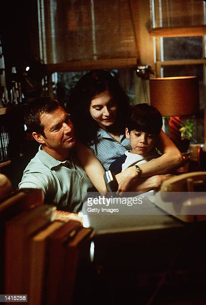 Dennis Quaid Elizabeth Mitchell and Daniel Henson stars in the movie 'Frequency' to be released in May 2000 Photo New Line Cinema/Delivered by Online...