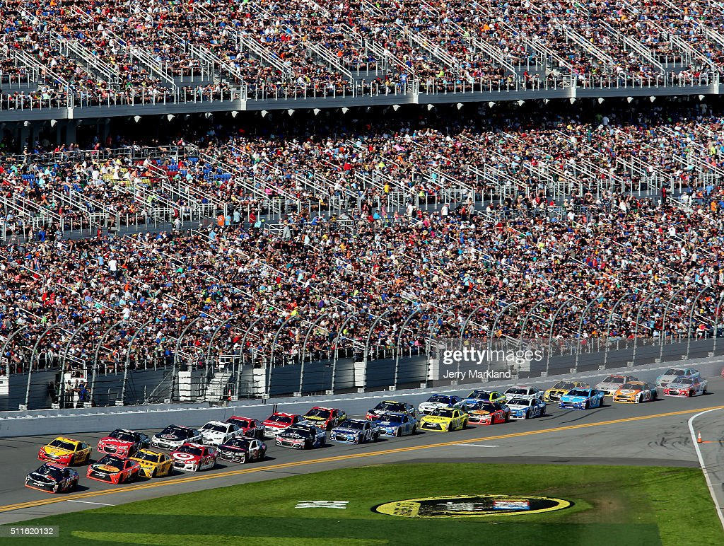Denny Hamlin, driver of the #11 FedEx Express Toyota, leads the field during the NASCAR Sprint Cup Series DAYTONA 500 at Daytona International Speedway on February 21, 2016 in Daytona Beach, Florida.