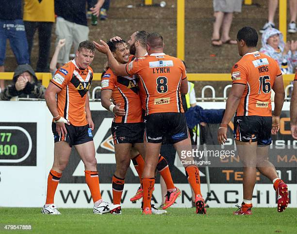 Denny Solomona of Castleford Tigers celebrates with his teammates after he scores his third try for his side during the First Utility Super League...