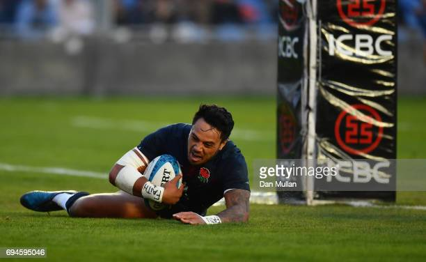 Denny Solomona of England scores the winning try during the International Test match between Argentina and England at Estadio San Juan del...