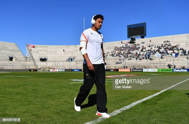 Denny Solomona of England takes a look around the pitch prior to the ICBC Cup match between Argentina and England at the Estadio San Juan del...