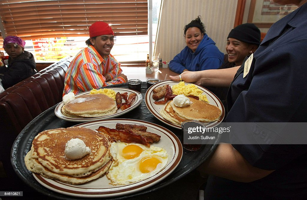 Denny's waitress Tahmina Najemyar delivers free Grand Slam breakfasts to customers February 3 2009 in Emeryville California People lined up at...