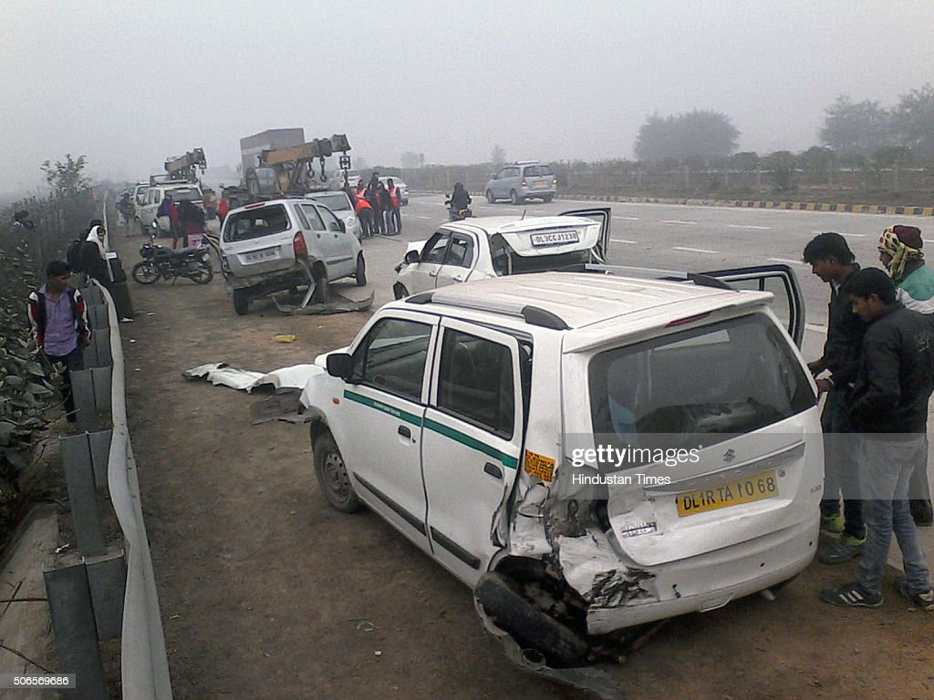 25 vehicles collide due to fog and low visibility at yamuna expressway getty images. Black Bedroom Furniture Sets. Home Design Ideas
