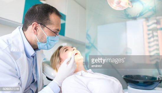 患者の歯科調べる