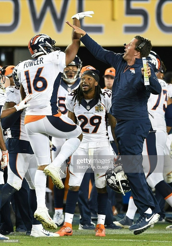 Denver Bronco Bennie Fowler (16) celebrates with head coach Gary Kubiak during Super Bowl 50 at Levi's Stadium in Santa Clara, California February 7, 2016. The Broncos won 24-10. / AFP / TIMOTHY A. CLARY