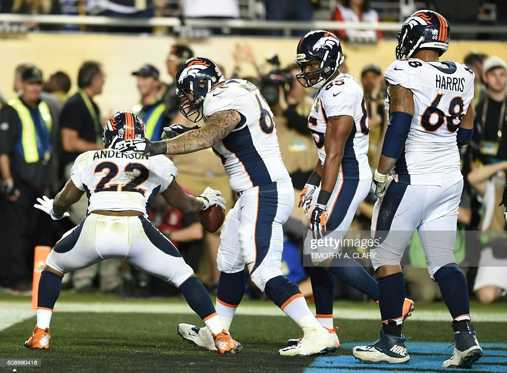 Denver Bronco C. J. Anderson (L) celebrates his touchdown with teammates during Super Bowl 50 at Levi's Stadium in Santa Clara, California February 7, 2016. The Broncos won 24-10. / AFP / TIMOTHY A. CLARY