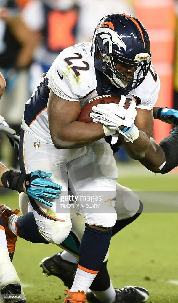 Denver Bronco C. J. Anderson runs with the ball during Super Bowl 50 against the Carolina Panthers at Levi's Stadium in Santa Clara, California, on February 7, 2016. / AFP / TIMOTHY A. CLARY