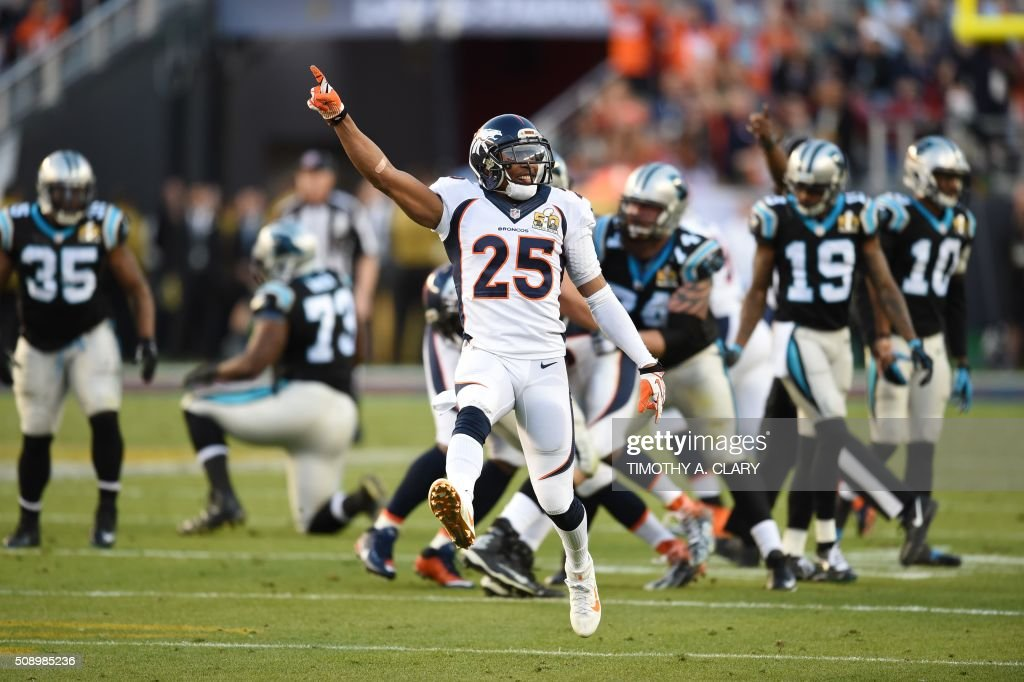 Denver Bronco Chris Harris Jr., (25) celebrates during Super Bowl 50 against the Carolina Panthers at Levi's Stadium in Santa Clara, California, on February 7, 2016. / AFP / TIMOTHY A. CLARY