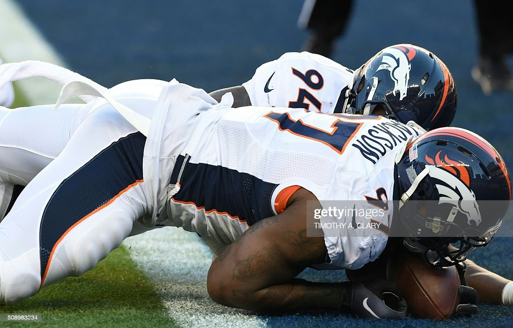 Denver Bronco Malik Jackson recovers a lose ball in the end zone during Super Bowl 50 against the Carolina Panthers at Levi's Stadium in Santa Clara, California, on February 7, 2016. / AFP / TIMOTHY A. CLARY