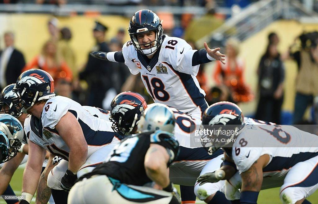TOPSHOT - Denver Bronco Peyton Manning directs his linemen during Super Bowl 50 against the Carolina Panthers at Levi's Stadium in Santa Clara, California, on February 7, 2016. / AFP / TIMOTHY